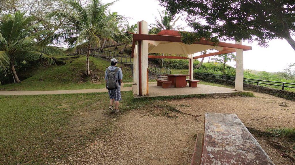 セッティ湾展望台の屋根付き休憩所