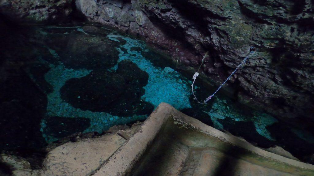 マーボー洞窟の湖