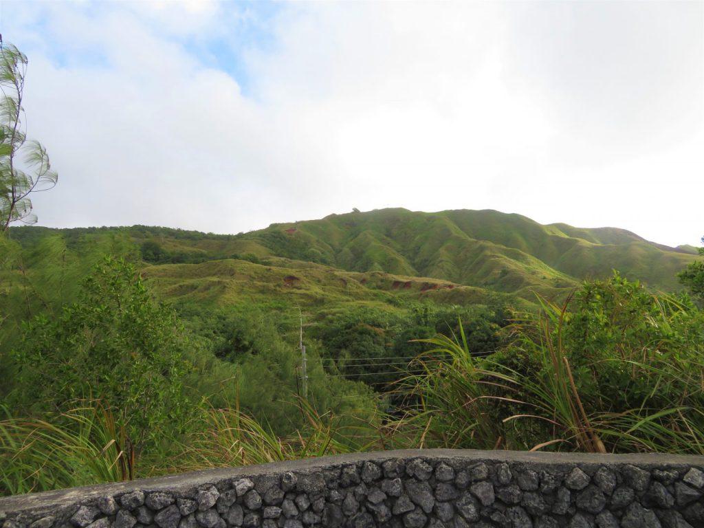 セッティ湾展望台からの山側の景色