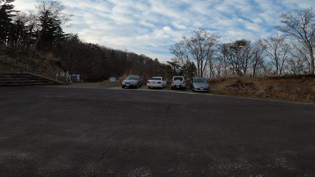 太尾登山口の駐車場