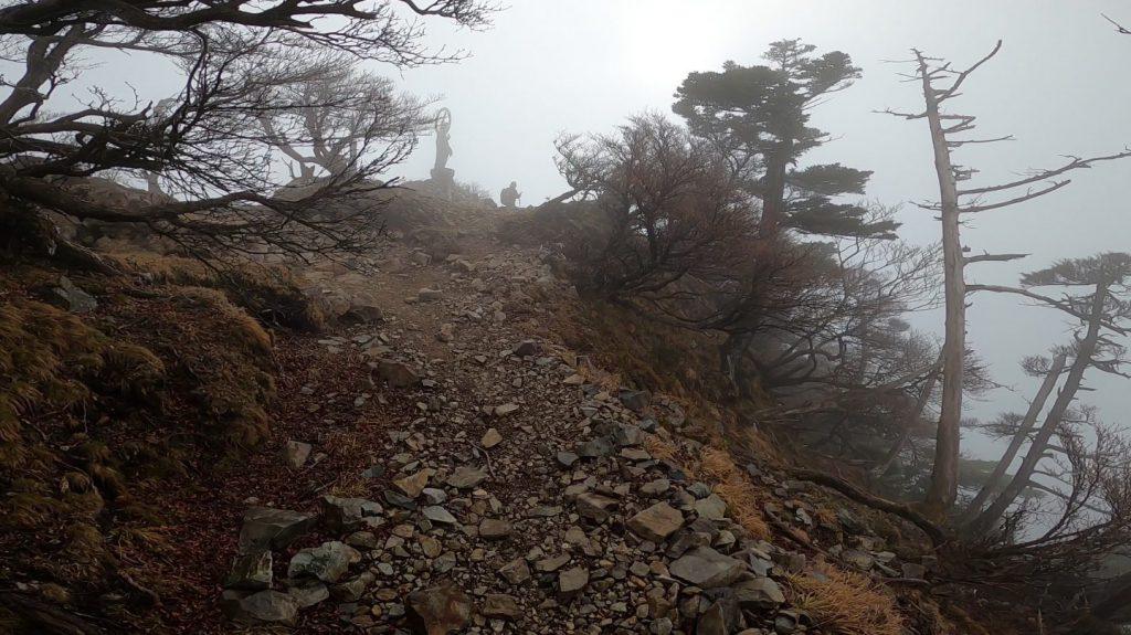 釈迦ヶ岳頂上まであと少しの地点