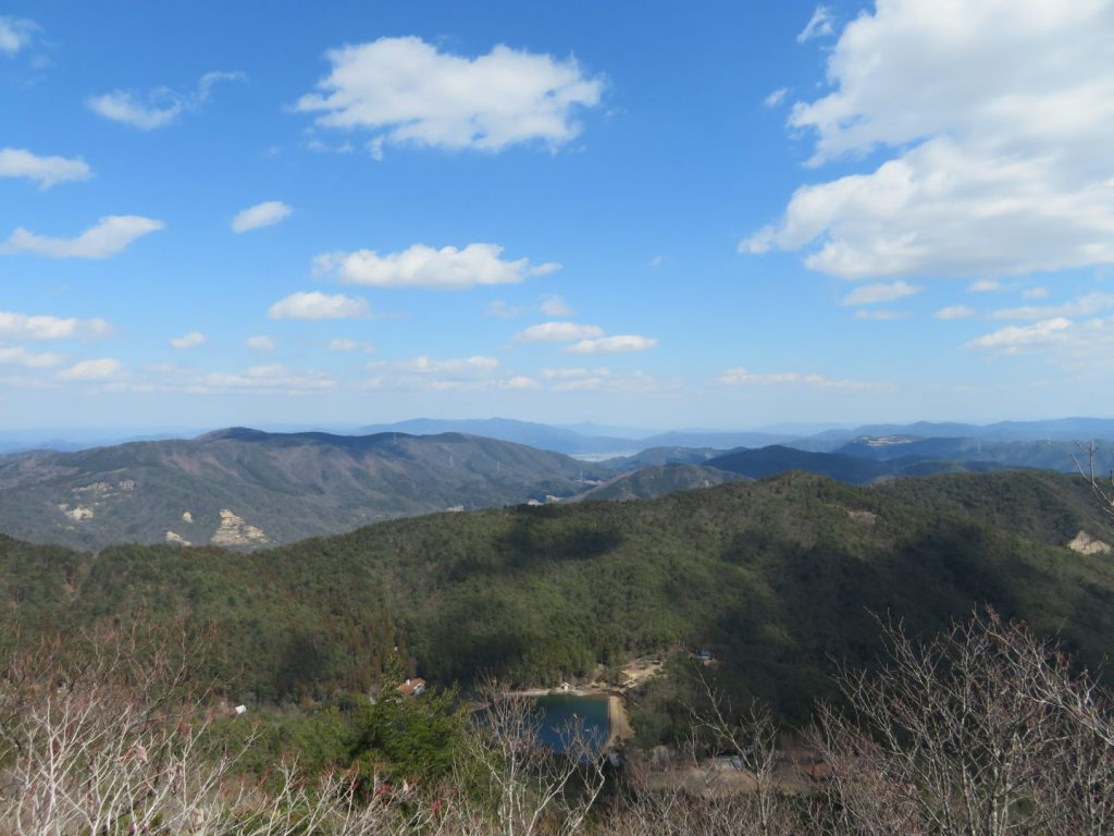 剣尾山頂上の景色
