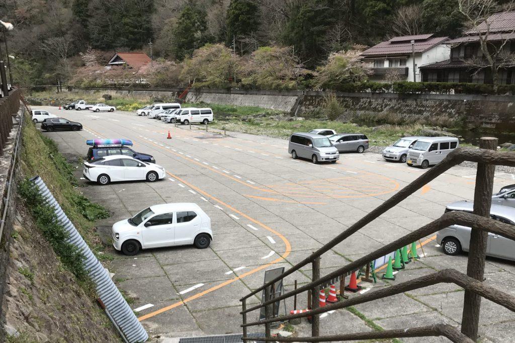 砂湯の駐車場
