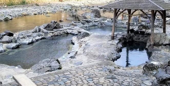 湯原温泉の「砂湯」~無料混浴露天風呂で自然を満喫~